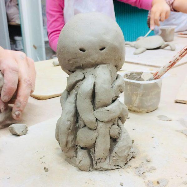 Cours de sculpture modelage pour enfant à paris activité manuell