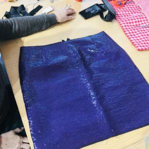 cours de couture création d'une jupe en vinyle créer une jupe machine à coudre paris